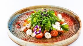 Salata mozarella capresse
